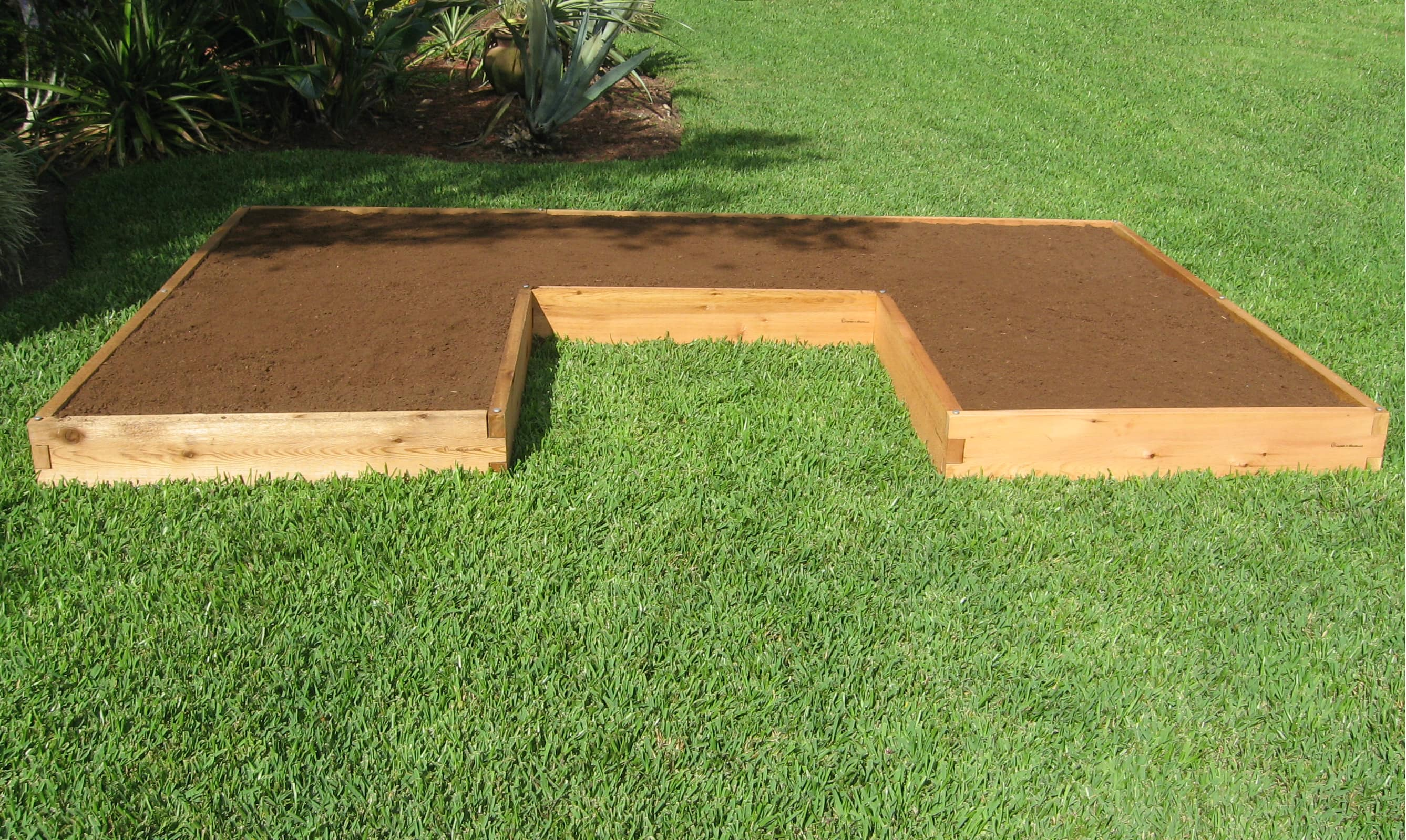 U shaped raised garden bed cedar bed gardeninminutes Raised garden beds