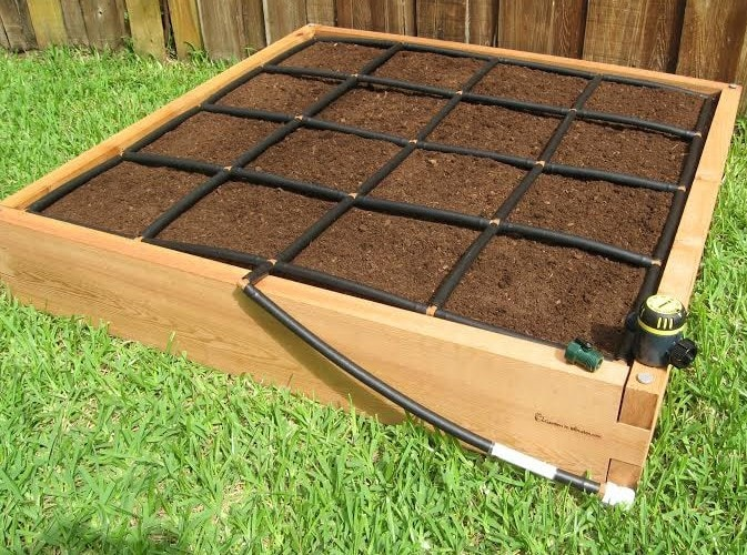 4x4 garden grid watering system for Home garden irrigation design