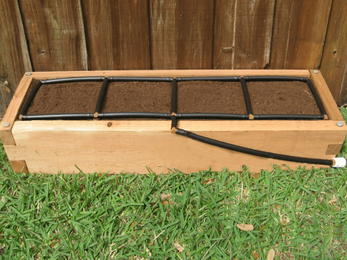 1x4 Raised Garden Bed Kit w: Garden Grid watering systems